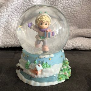 Precious Moments Musical ❄️ Snow Globe